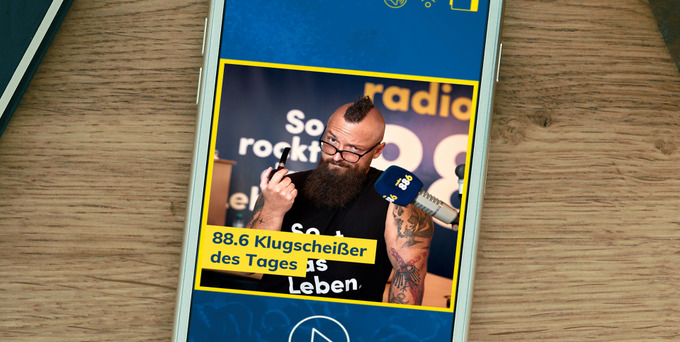 Jeden Morgen stellt die Birgit die berühmte Klugscheißerfrage - Heute hatte Christian die Chance auf das begehrte Siegerhäferl und den Titel 88.6 Klugscheiß
